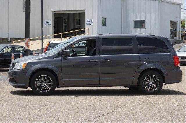 Pre-Owned 2017 Dodge Grand Caravan SXT Wagon