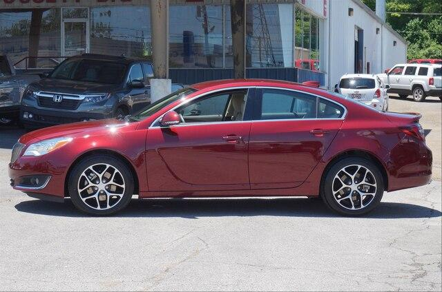 Pre-Owned 2017 Buick Regal Sport Touring FWD